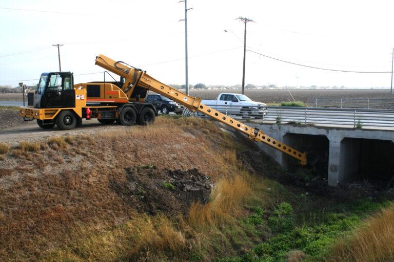 Excavator XL5100 Bridge Debris Cleansing